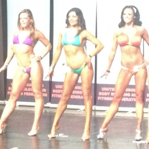 Sabi(middle) at the UKBFF Bikini competition after just a few months of preparation...